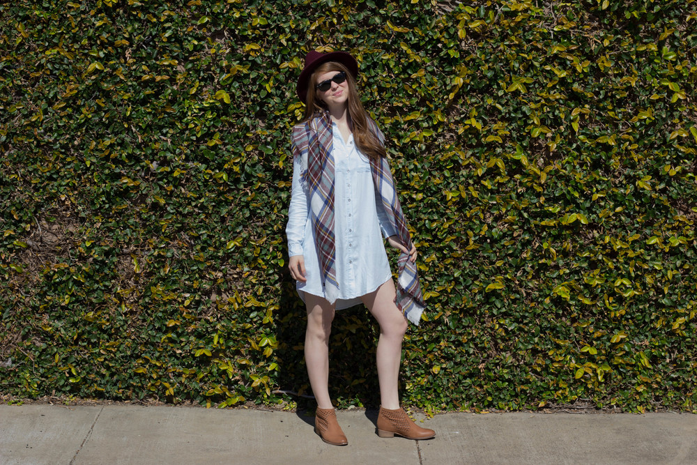 shop riffraff honeypunch chambray shirt dress, seychelles waypoint booties, plaid blanket scarf, burgundy felt fedora, 3 wardrobe essentials to survive the winter/spring transition, weather