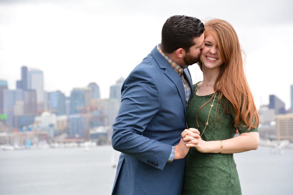 heidi lockhart somes photography, gasworks park, seattle, washington, engagement photos, what to wear for your engagement photos. green lace dress