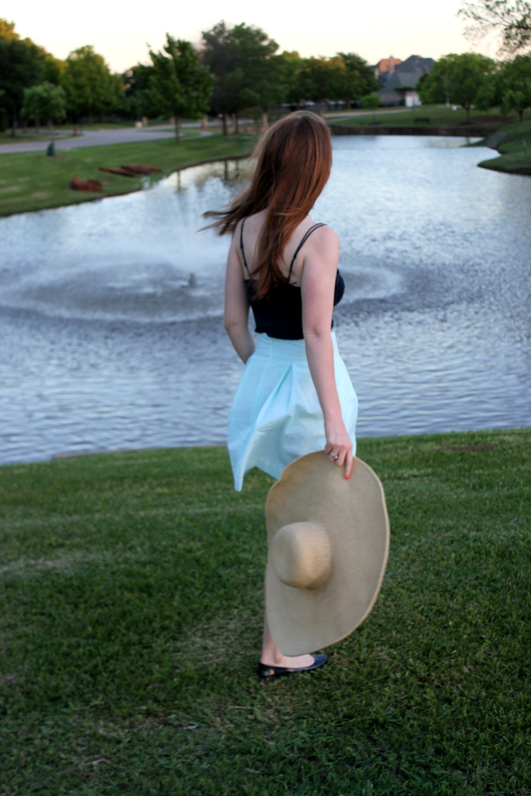 Lauren James, Searsucker Skirt, Kentucky Derby Style, Wide Rim Floppy Hat