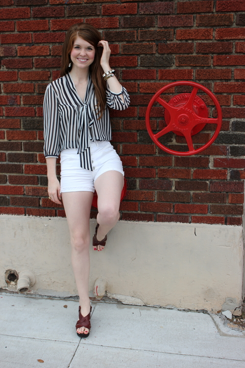 steve madden brown leather wedge sandals, striped bow top, white high waisted shorts