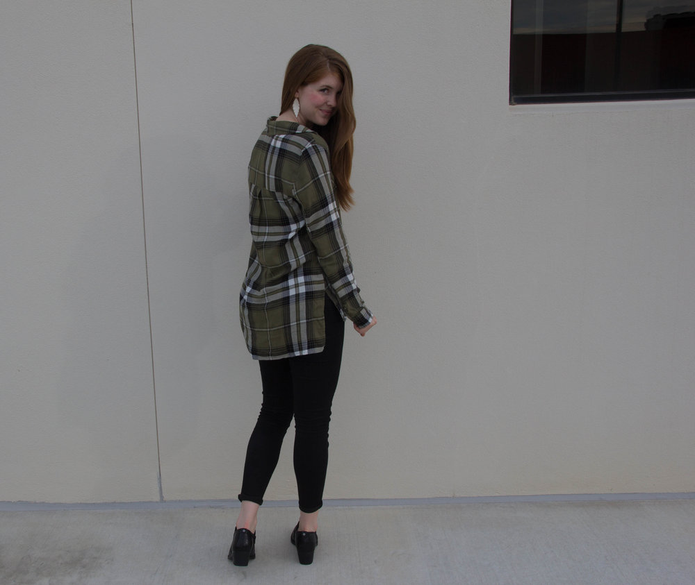 bp plaid tunic, topshop black skinny jeans, naturalizer booties, bootie edit, fall bootie guide, top 4 booties every girl should own, fall flannels, gold feather earrings, kendra scott elton cuff