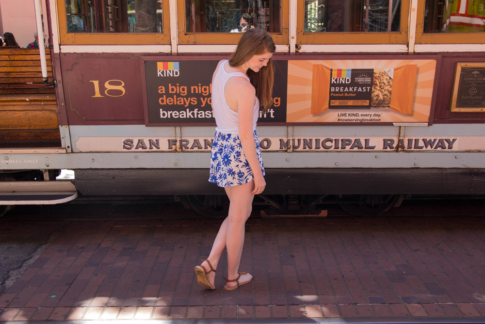 san francisco travel guide, what to do in san francisco, a weekend in san francisco, show me your mumu shorts, knotted tank, kendra scott sophee earrings, san francisco cable car