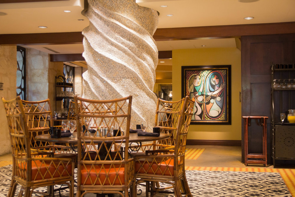 hotel contessa, where to stay in san antonio, san antonio hotels, hotels on the riverwalk, san antonio, TX, Texas, show me your mumu, parrotdise tank, casita blue bird shorts