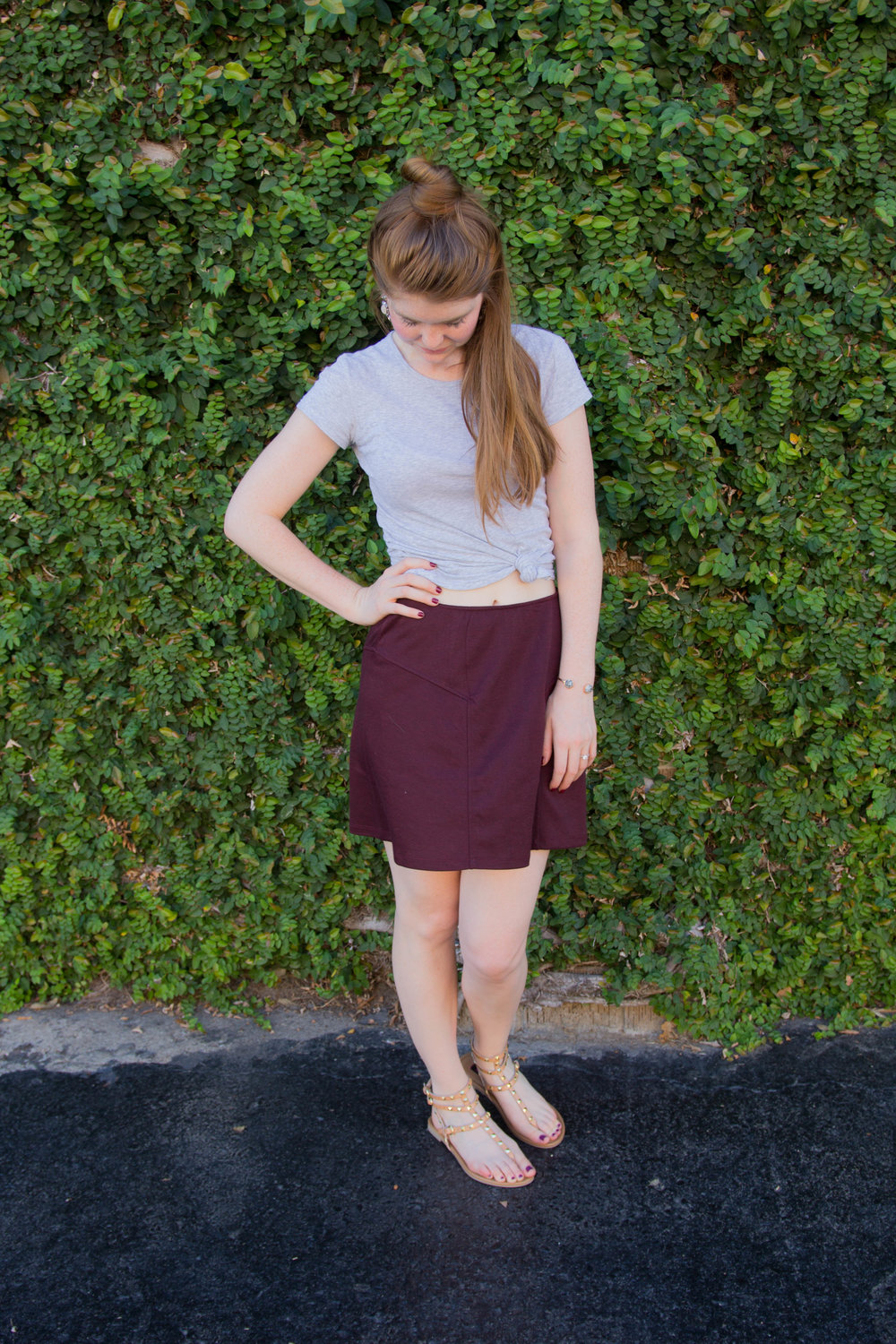 a line mini skirt, oxblood, maroon skirt, nordstrom, gap tee, mulan bun, betseville studded sandals, the perfect skirt for work or play