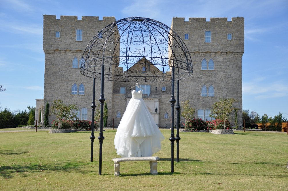 heidi lockhart somes photography, chris gardner, the castle at rockwall, menguin, blue willow by anne barge, grand slam glam, dfw wedding photographers, dallas bridal photographer, destination wedding photographer, dallas wedding, lizzie bee's flower shoppe
