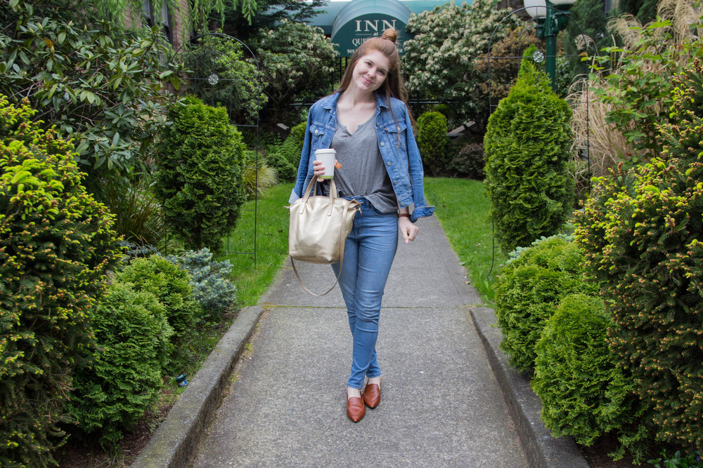 "queen anne district, cuyana, fewer better, small carryall, what to wear in seattle, what to pack for the pacific northwest, washington, how to dress for washington weather, levi's denim jacket, madewell 10"" hank wash jeans, loafers, split neck tee"