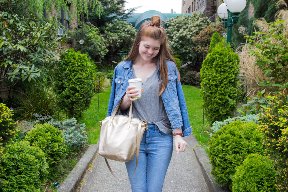 travel guide, a weekend in seattle, things to do in seattle, what to do in seattle, washington, queen anne district, madewell split neck tee, cuyana small carryall tote, daniel wellington, levi's denim jacket