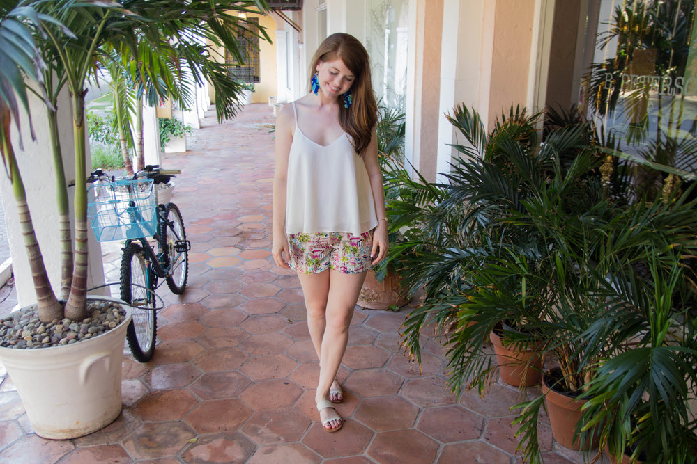 what to pack for palm beach, what to wear in palm beach, florida, lments of style, travel blogger, jcrew harbor print sailor shorts, baublebar rosalita earrings, dolce vita pacer slides