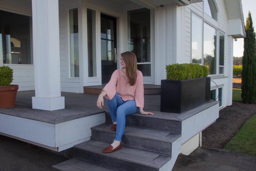 travel guide what to do in the willamette valley, salem, oregon, atthejoy, aerie sweater, madewell denim,