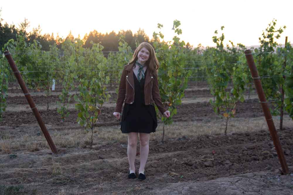 travel guide, what to do in salem, oregon, willamette valley travel guide, blanknyc suede moto jacket, black suede loafers, atthejoy, anahata vineyard
