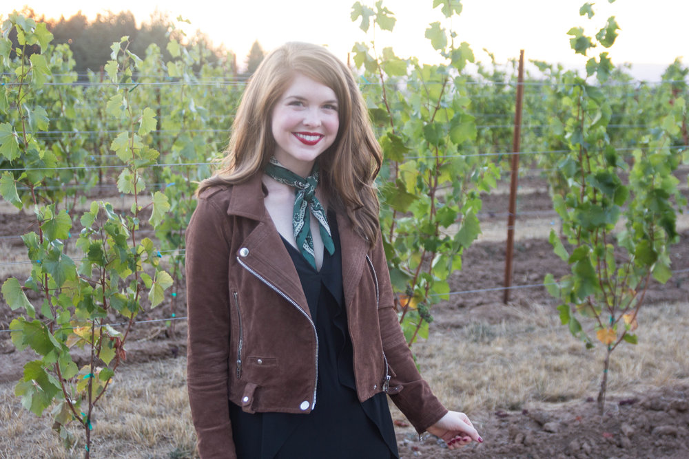 travel guide, what to do in salem, oregon, willamette valley travel guide, blanknyc suede moto jacket, black suede loafers, atthejoy, anahata vineyard, madewell silk bandana