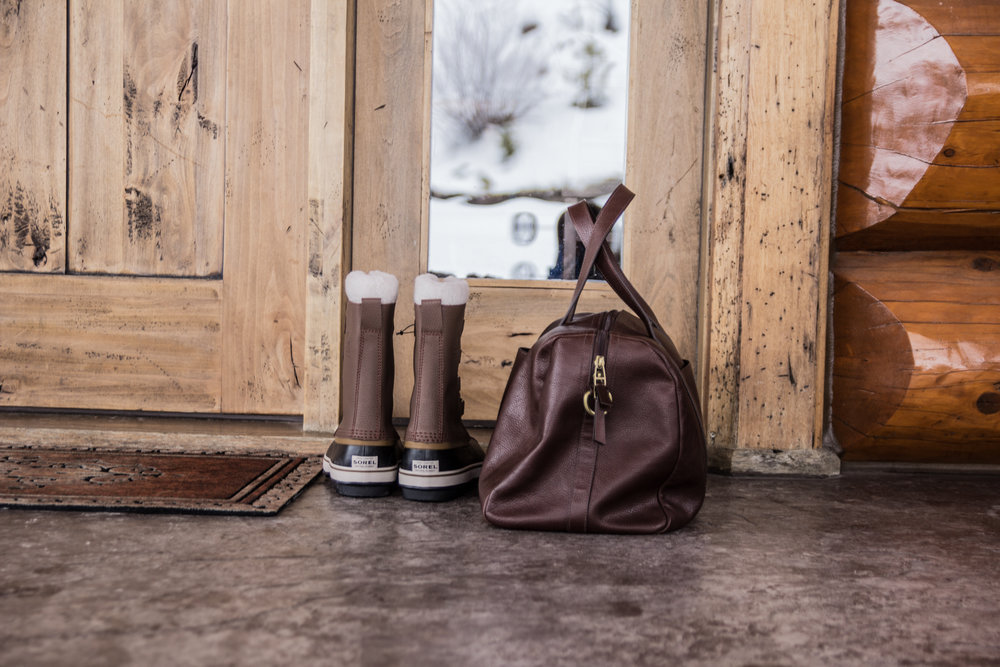 where to stay in kalispell, montana, log cabin in montana, whitefish, ski vacation, flathead lake, glacier national park, somers, montana. sorel boots