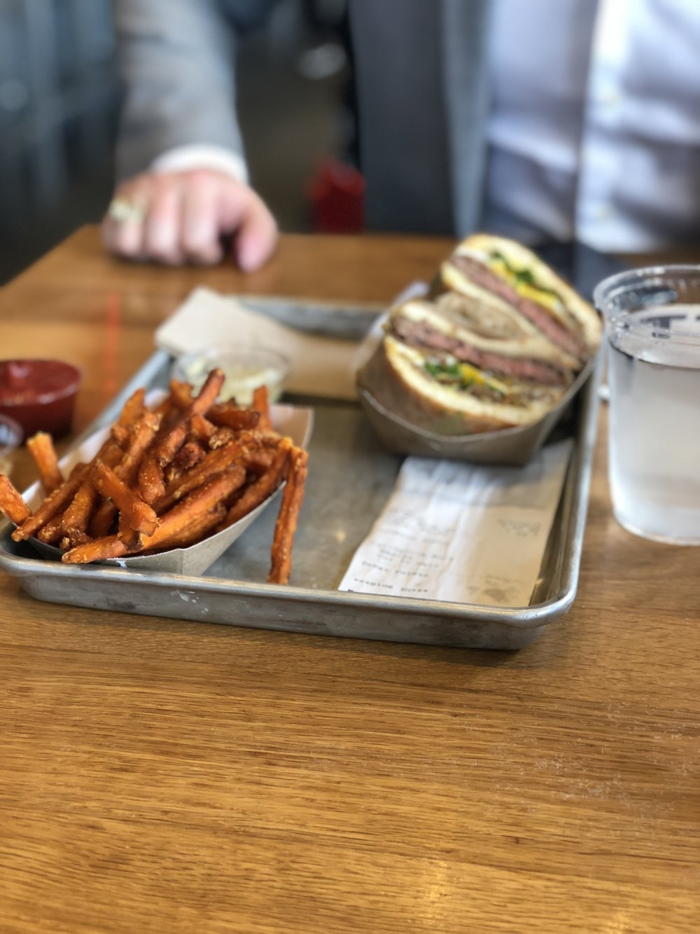 where to eat and drink in san francisco, places to eat lunch in san fran, where to get coffee in san francisco, where to eat dinner in sf, san francisco travel guide, gott's roadside, sweet potato fries