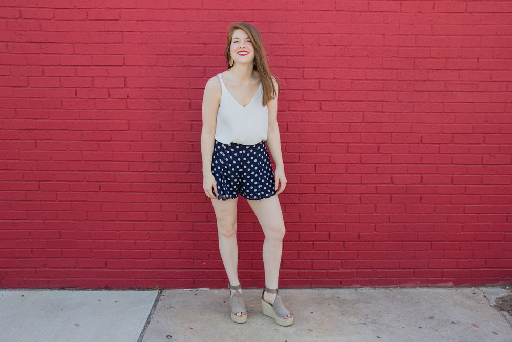 thoughts on being original, show me your mumu vero shorts in dippin dot, white camisole, kendra scott diane earrings, marc fisher annie wedges, nyx lipstick electra, lments of style, blogger thoughts, ellespann