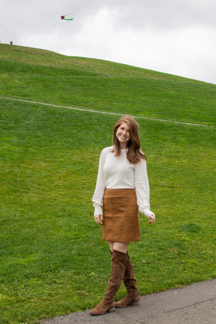 fall work chic, style inspiration for work, modest skirts for work, gasworks park, pnw, seattle loft, love loft, loft girl