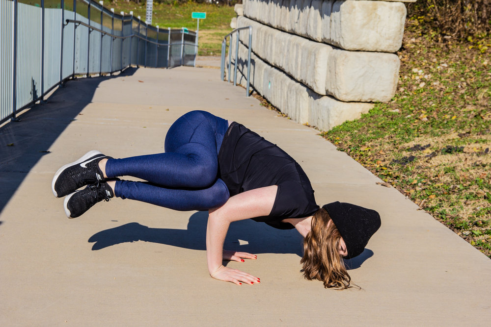 outdoor voices leggings, black nike womens tennis shoes, black madewell beanie, short sleeve performance shirt, orangetheory fitness, workout life update, lments of style, ellespann, new year resolution, best workout for the new year, fitness goals, side crow, crow pose