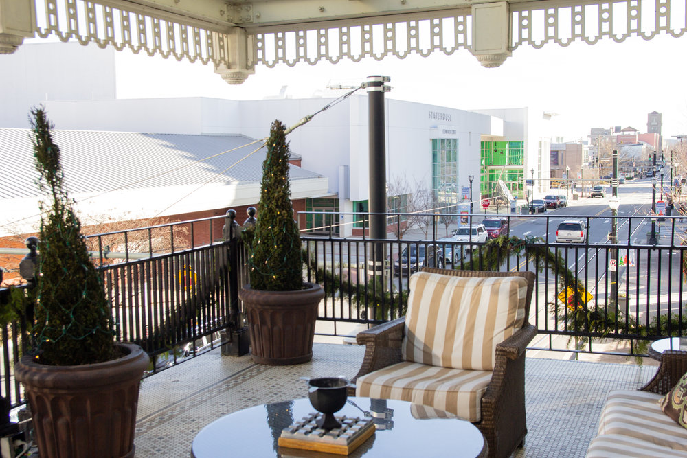 where to stay in little rock, arkansas, the capital hotel little rock, travel blogger, visit arkansas, little rock hotels, downtown, where to take christmas pictures in arkansas, front porch of little rock