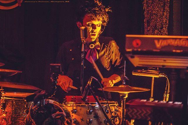 Photo: Jessica Pohl #jimmyssaloon #newportrhodeisland #liveshow #band #drummer #singer #rockandroll #flashback #futureisnow #outsiderart #happyhappyjoyjoy