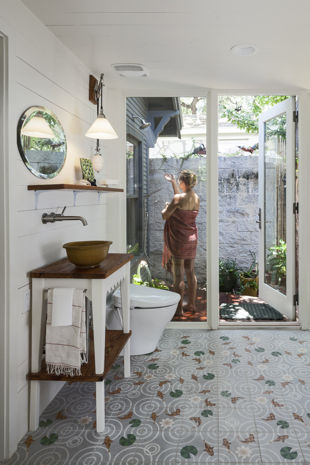 Elizabeth-Baird-Architecture-Annie Street-outdoor shower.jpg