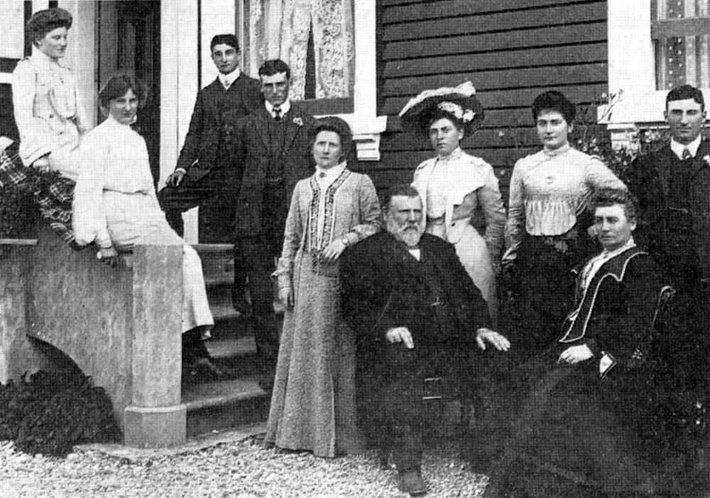 Seddon_Family_1902.jpg