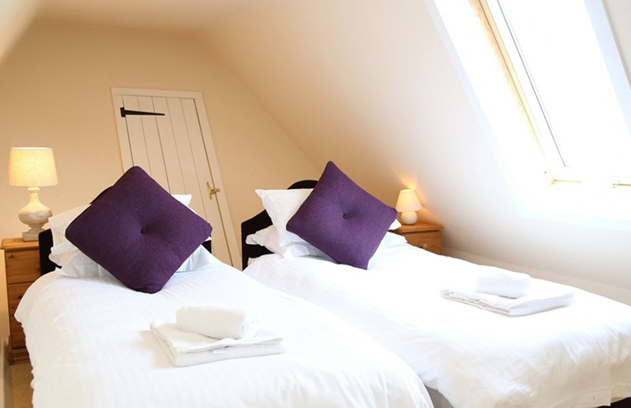 BEDROOM 6 Twin beds or zip-linked king size bed with family bathroom (shared with Bedroom 7)