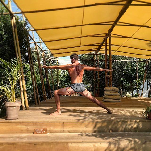 Warrior 🧘🏻♂️🙏🏼 #warrior2 #yoga #starsurfcamps #dailypractice #mindbodysoul #LouisMadeMe