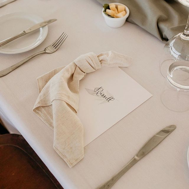 Linen will always be our favourite tablescape addition (bountiful florals aside of course!) . . . 📸 @edwinarobertson  Stationery design @jewelpaperco