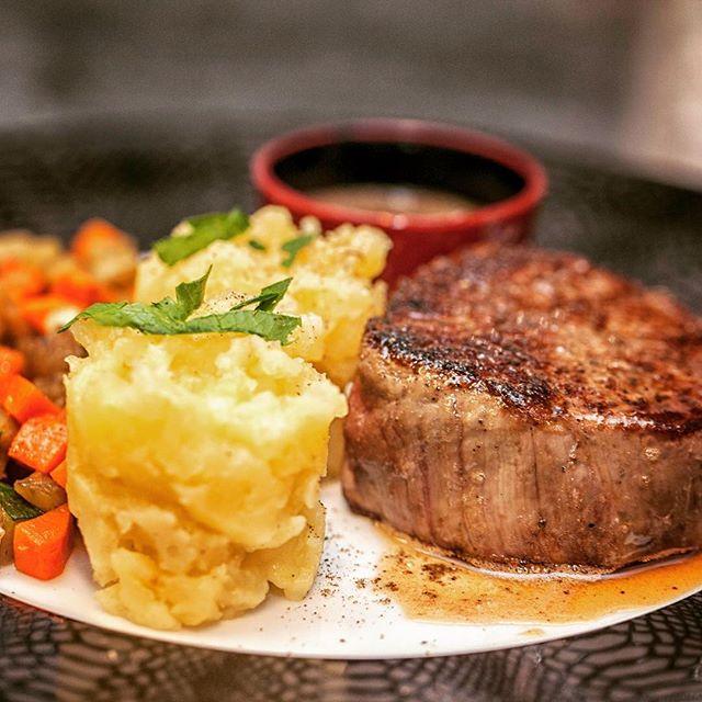 Exceptionnel 🤩🤩 a l'ardoise cette semaine..... filet de bœuf WAGYU 😝😜😋🤩🎉🎊 délicieuse et incroyablement fondante, à essayer absolument 😘😘