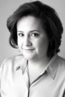 Adriana Braguetta: Graduada pela Universidade de São Paulo. Obteve seu doutoramento em 2008 e mestrado em 2000 pela mesma Universidade, além de especialização na Fundação Getúlio Vargas. Co-coordena o grupo de Arbitragem em escritório em SP.
