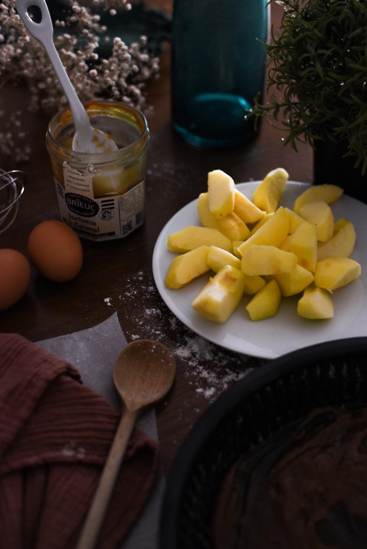 twinky lizzy blog aix en provence - recette gateau pomme caramel beurre sale 03.jpg