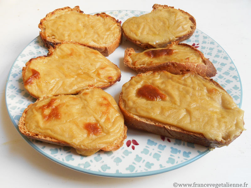 Croûtes au fromage végétal