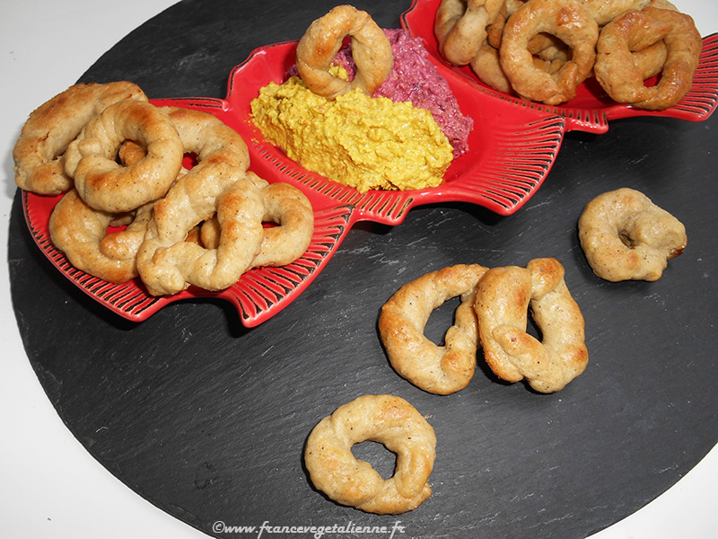 Pébradou (biscuit apéro au poivre, recette végane)