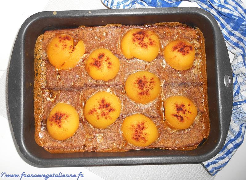 Dessert végane au pain d'épices et aux pêches