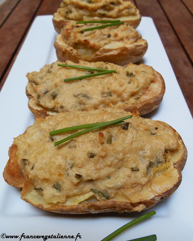 Pommes de terre farcies à l'ail et à la ciboulette (recette végane)