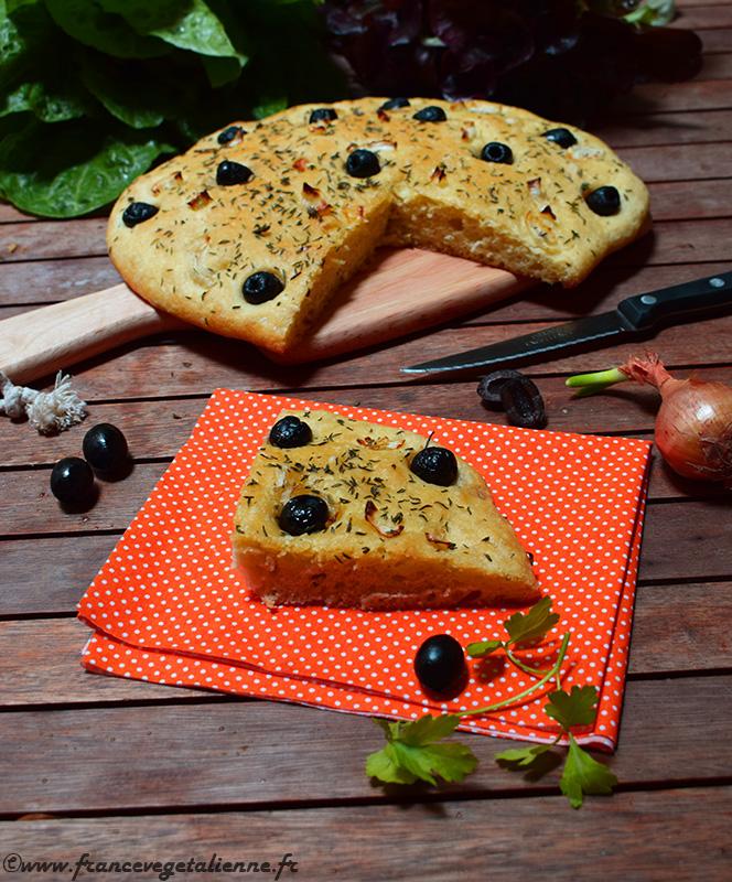 Focaccia aux olives noires (recette végane)
