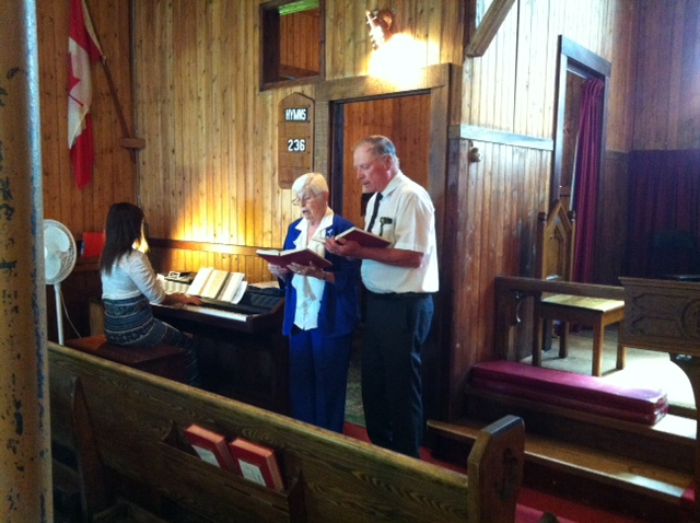 Denton & Marilynne Meiklejohn, 2017 Kawartha Voyageur passengers from Spring Brook, return to sing for the Good Sam congregation.