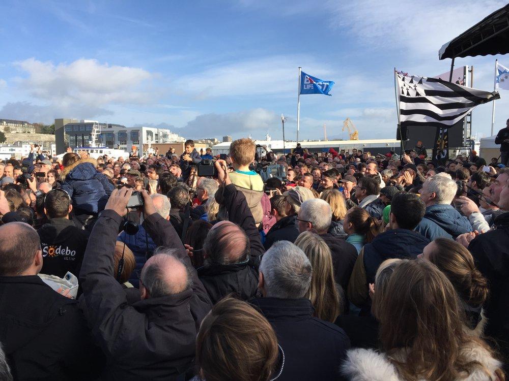 Arrivée de Thomas Coville, Trophée Jules Verne du Tour du Monde en solitaire à la Voile, Brest le 25 décembre 2016. Nouveau record : 49j3h.