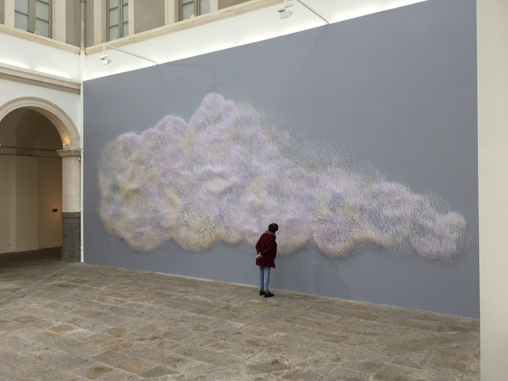 "Julie C. Fortier, ""Ascension"", 2016-17, installation olfactive, 150 000 touches à parfum, 4 parfums, 1200 x 500 cm"