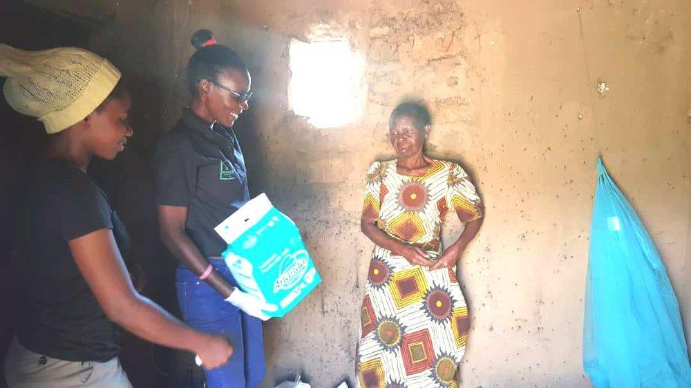 Peruzi's mother receiving sanitary materials to care for Peruzi