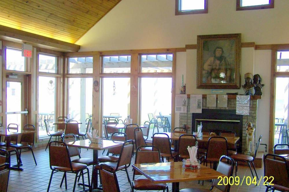 Pokanoka's Restaurant... Inside2.jpg
