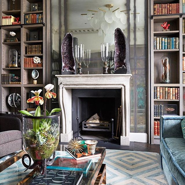 Fab bookshelves, mirror and oh my that pendant light 🤩from the amazing home of @trilbeygordoninteriors 🙌 #thedesignbug . . . . . . #bookshelves #mirror #fireplace #grey #rug #vintage #glamour #chandelier #lighting  #colour #interiors #interiordesigner #design #decor #interiorinspiration #interiorinspo #inspo #style #homedecor #irishblog #luxeinteriors #interiorblog #interiordecor #interiorstyling #instainteriors #instadecor #instagood #love
