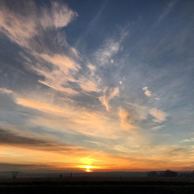 Good Morning Wednesday! #sunrise #lafayettecolorado #theskieshaveit #teacherlife