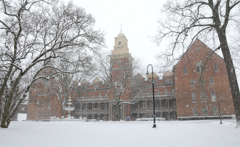OldMain.snowing.9.color.24.jpg