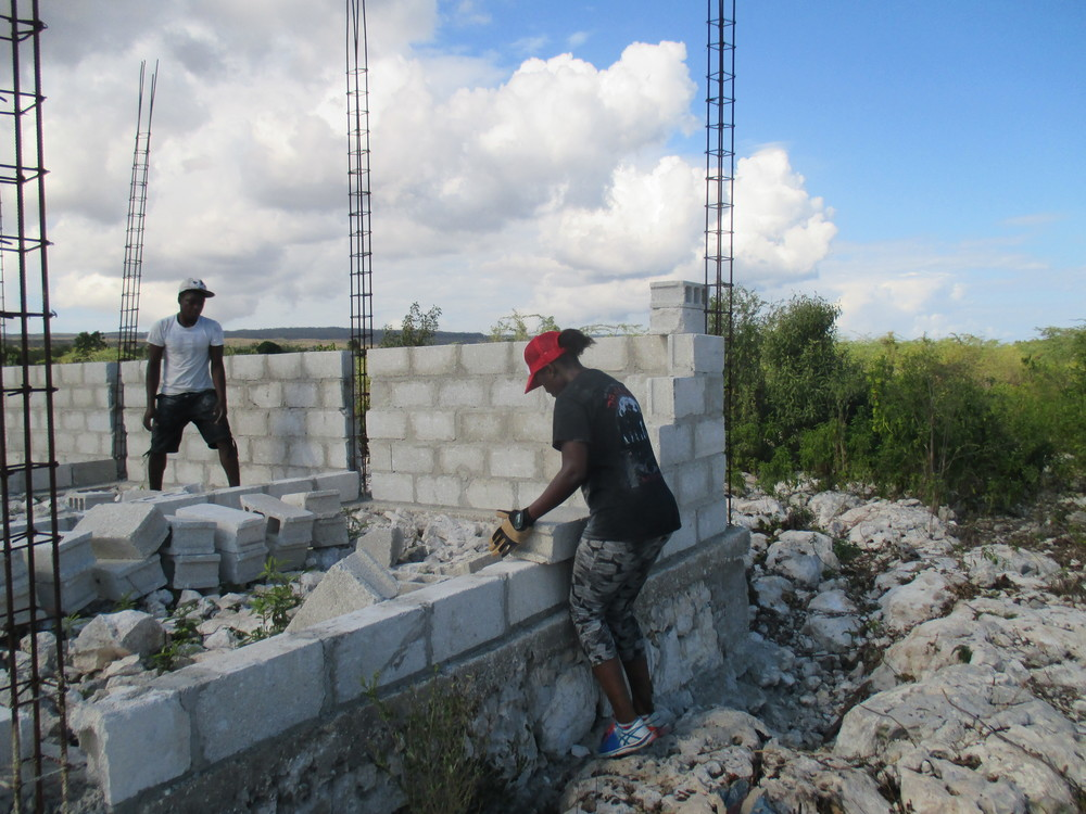 Building the walls of a medical dispensary in Gros Mangles.