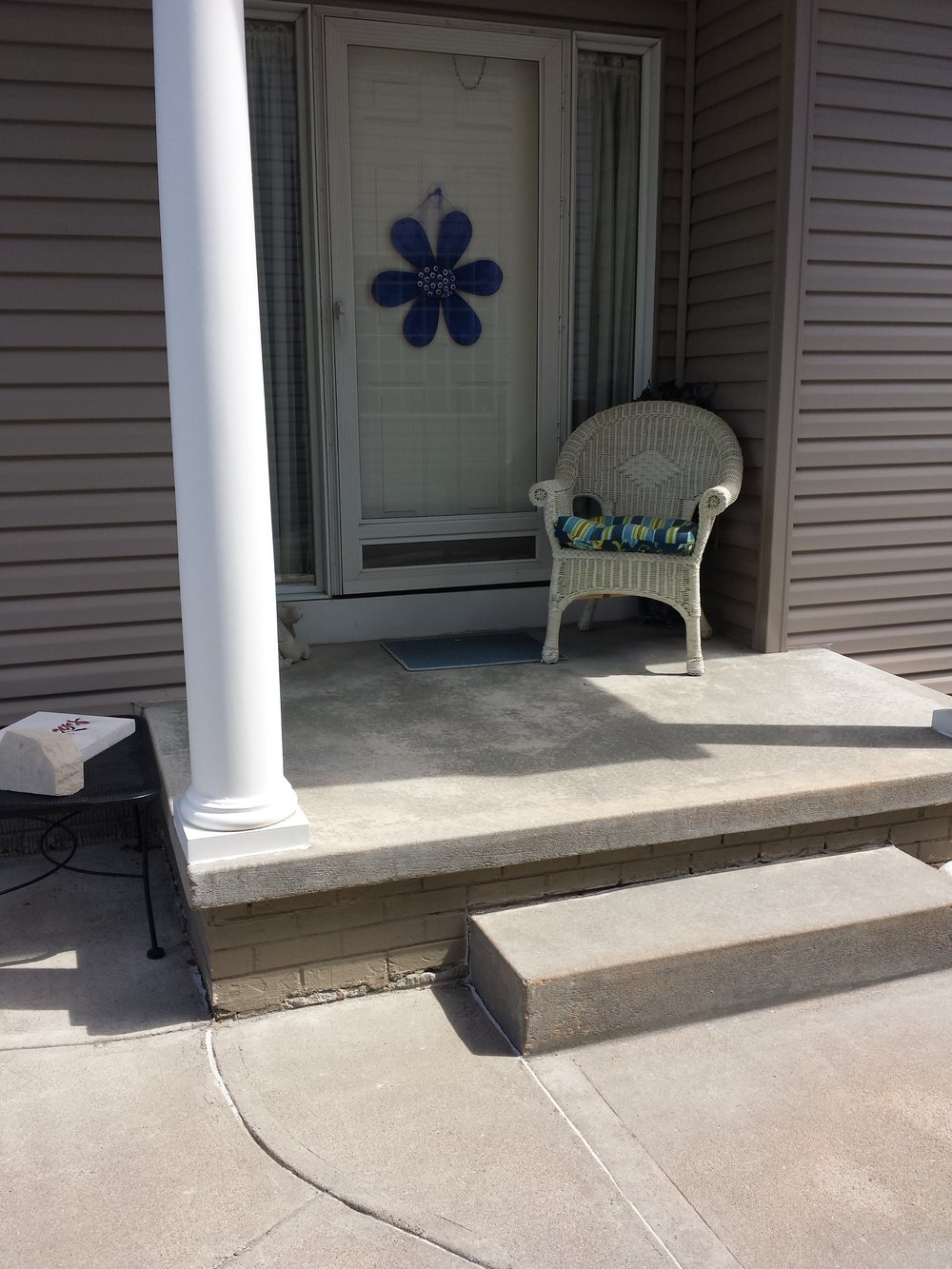 Front steps without railing