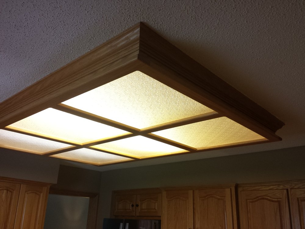 Textured ceiling, old kitchen light box