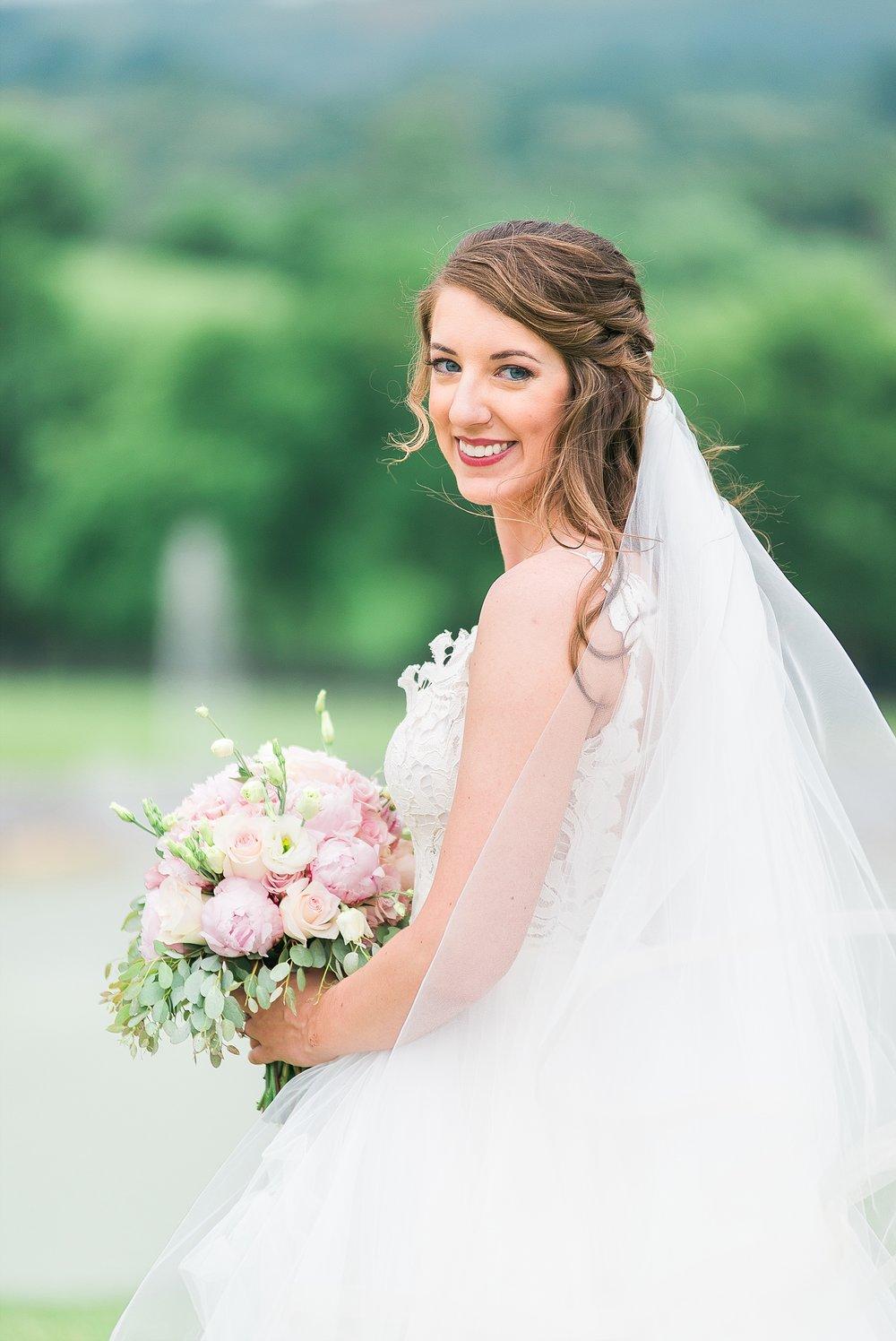 bluegrass-wedding-barn-bridal-photos