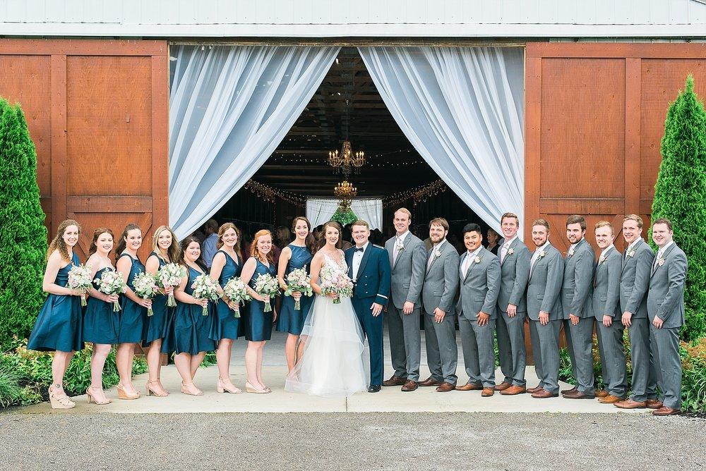 wedding-party-photos-at-bluegrass-wedding-barn