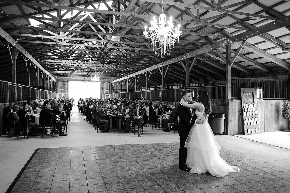 reception-at-bluegrass-wedding-barn