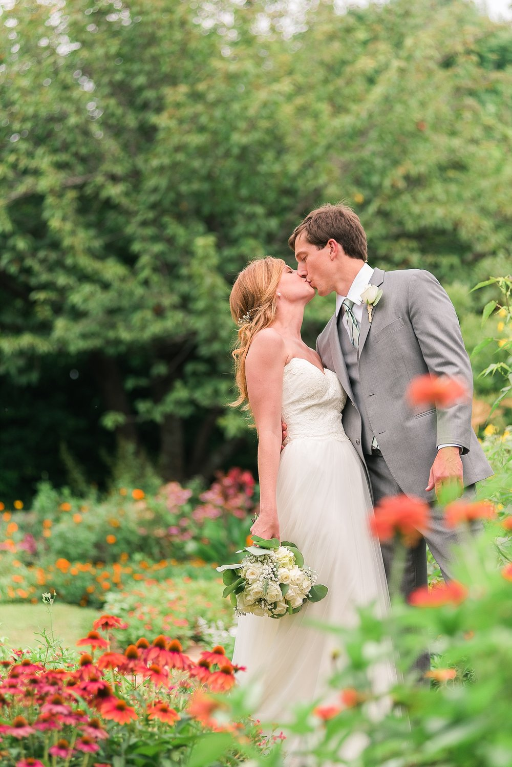 romantic-garden-wedding-photos